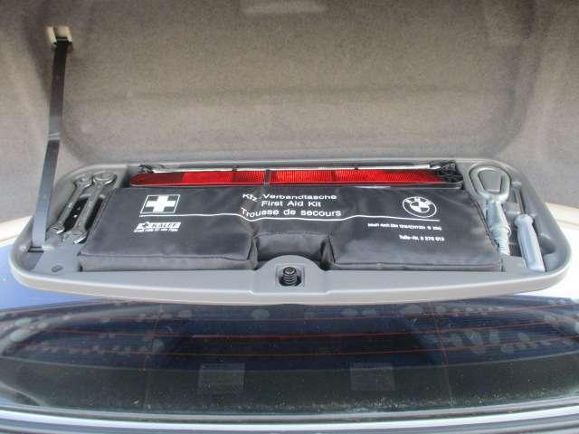 Bプラン画像:トランクスペースには、車載工具も完備されておりますので緊急時の対応も安心です♪