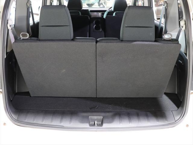 【3列シート】シートを3列備えていますので、7名までの乗車が可能です。利用しない時は、床下に格納すると荷室スペースが驚くほど広く確保できます。