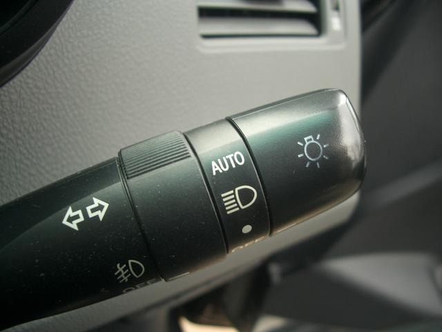 暗くなると自動でライト点灯、オートライトシステム!