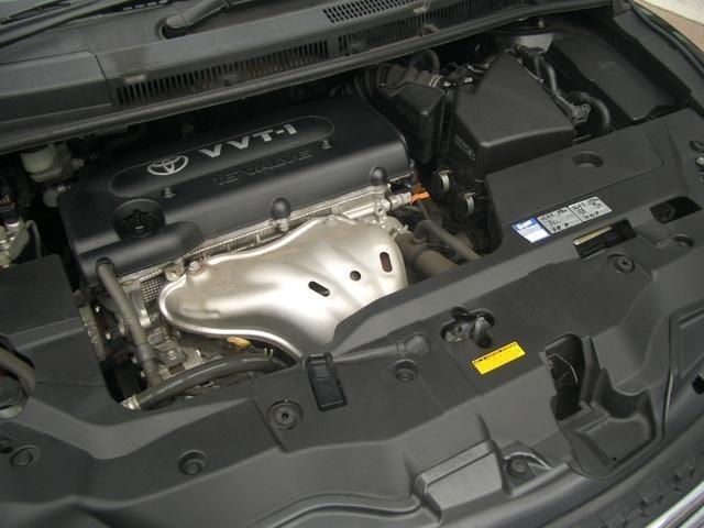 直列4気筒DOHC・10モード/10・15モード燃費12.8km/リットル(カタログ参照)