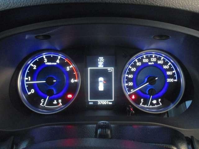 スピードメーター!目線の移動を抑える見やすい位置にございます!