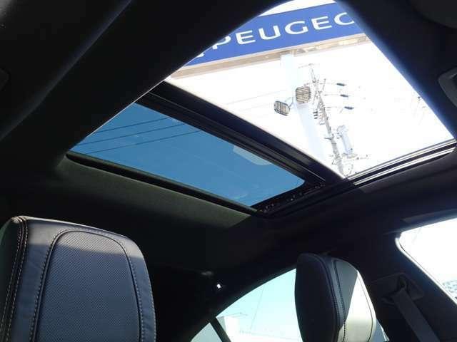 ナッパレザーシート、ナイトビジョン、フルパークアシスト、360°ビジョン、パノラミックサンルーフがパッケージになった、フルパッケージ付き車両です。【プジョー大府:0562-44-0381】
