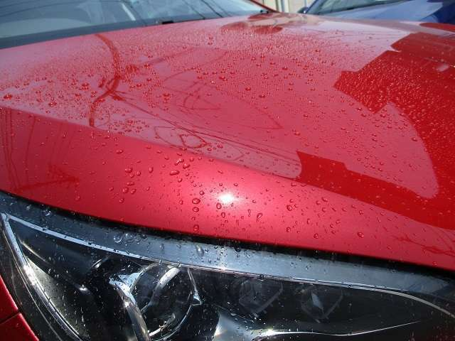 Bプラン画像:煌めく光沢感が長時間持続し、優れた防汚性・滑水性を発揮する進化したガラス系ボディーコーティングです。