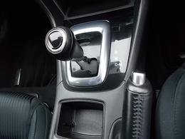 SKYACTIV-DRIVEではドライバーの求めている加速をアクセルの踏み込み量と踏み込み速度に応じて計算する駆動力制御が組み込まれています。それによりアクセルコントロールだけで容易に速度調整が可能になりました。