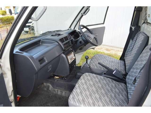 この手の軽トラで気になるのはシートの破れだと思いますが、シートの破れはありません