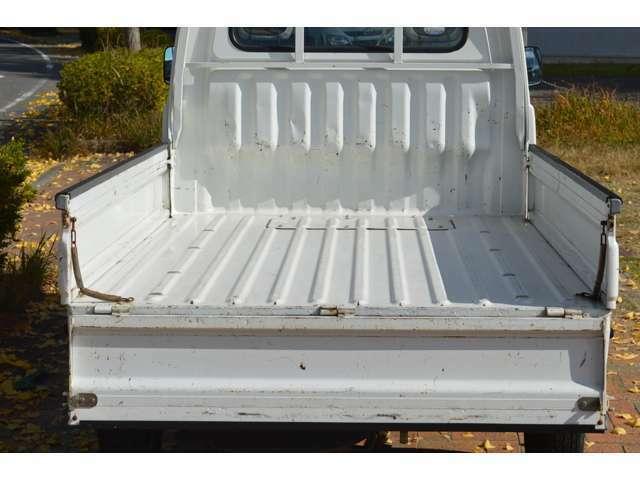 荷台などごまかし塗装などはしなくても良い状態なので、良好と言えるのではないでしょうか。