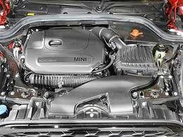 BMW製2.0L直列4気筒ターボエンジン。231PS/320Nm(カタログ値)