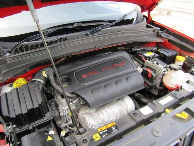 直列4気筒16バルブ2.4Lエンジンです。