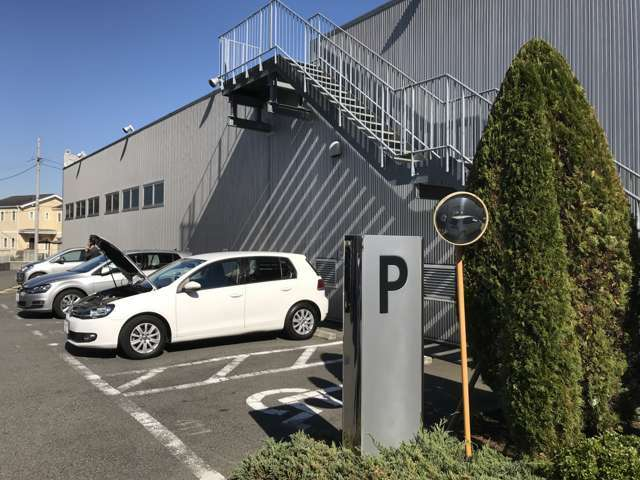 お客様駐車場は15台分ご用意しております。