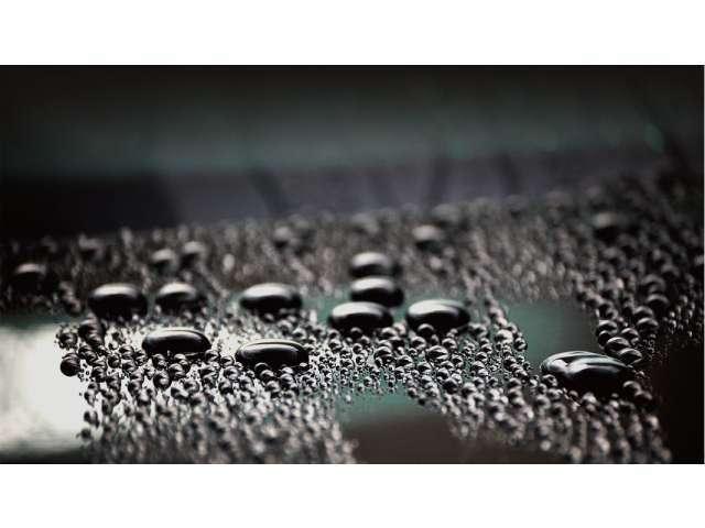 Aプラン画像:雨水を寄せ付けない超撥水!付着した水滴を球体に近い形状にして弾く、高い撥水性を発揮。ボディから水分を排除することで、サビや汚れの固着をシャットアウト。洗車時のフィニッシュを快適なものへと変えます。