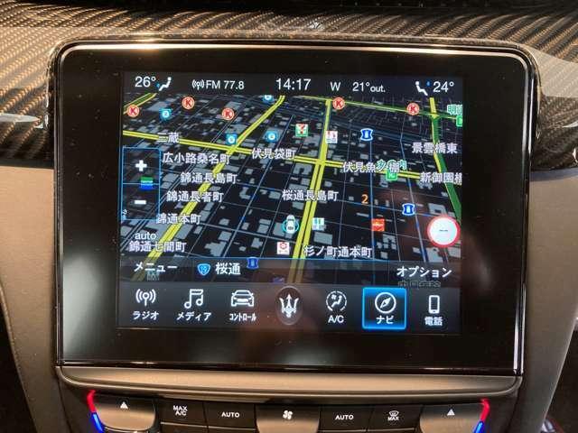 高解像度8.4インチモニターのマセラティ・タッチコントロールプラスを装着