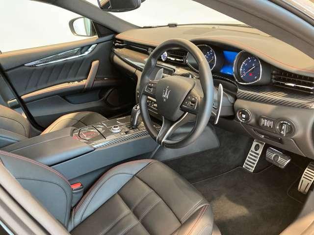 イタリア車ならではのセンスが感じられ、特別感のあるインテリアデザイン