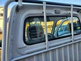 トラックなので傷、小さな凹み等が有ります。大きな物はありませんが現車にてご確認ください。