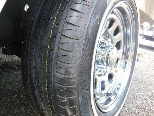 今回、タイヤとホイールは一新いたしました。現代風にカスタムしても良かったのですが、クラシカルなスタイルにしました。