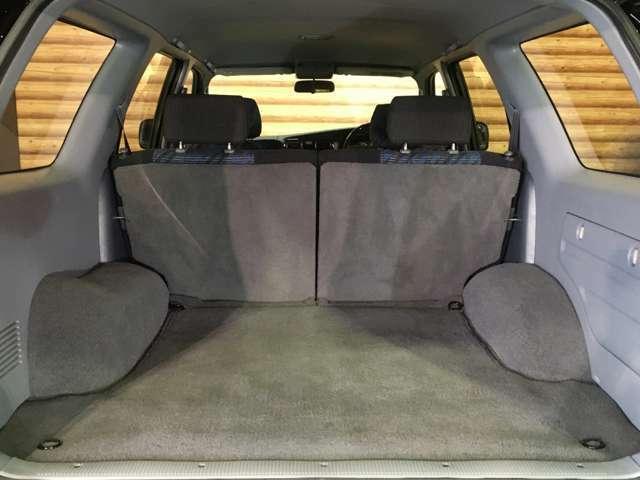 ★5名乗車時でも十分な荷室容量があります!
