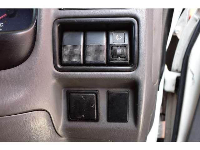 ■ヘッドライトレベライザー■ミラー角度も電動で調整できます■