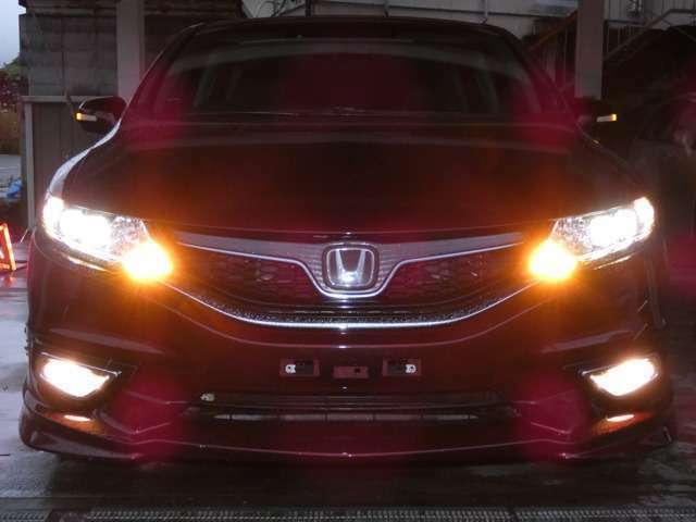 ■LEDヘッドライト+オートライト ロービームには、より明るく遠くまで照らし省電力を実現するLEDを採用