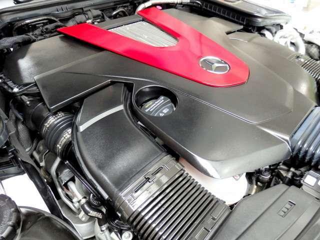 搭載したV型6気筒DOHCツインターボエンジンは、カタログ値で出力367psのハイパワーを発揮。ドライブモードセレクトによって、よりダイナミックでダイレクトな走行性能を心ゆくまでご体験いただけます。
