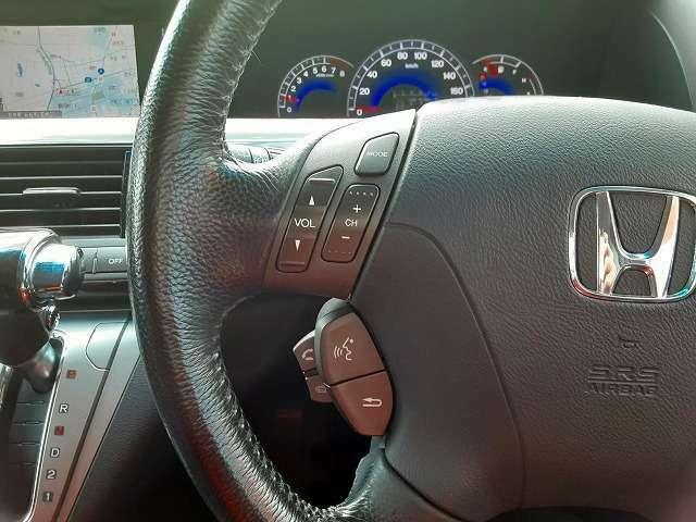ステアリングスイッチ付き。ハンドル部分にオーディオ操作ができるスイッチが装備されています。視線をそらさず操作を行えますので、安全運転にもつながりますね。お問い合わせは0120-33-1190まで♪