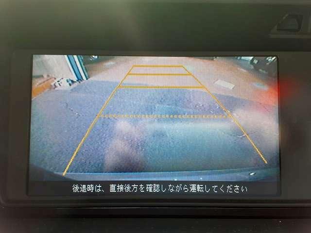 バックモニター付。路肩や低い障害物を見落とす事もなくなりますし、ギリギリの駐車でも安心して運転できますね。お問い合わせは0120-33-1190まで♪♪♪