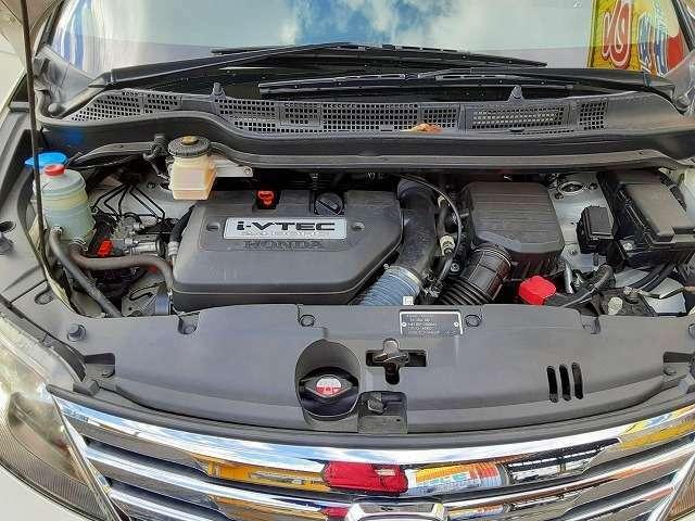 エンジンルームの汚れもキレイにクリーニング済!エンジンルームがキレイですと、不具合等の発見もしやすくコンディションのチェックや維持の面でとってもプラスです。フリーダイヤル0120-33-1190♪