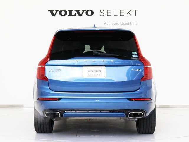 XC90には、フルサイズ SUVにふさわしい余裕ある力強さと自信に満ちた佇まいが備わっています。ボルボ伝統のスタイリングを継承したたくましいショルダーは、それをもっとも端的に表しているといえるでしょう。