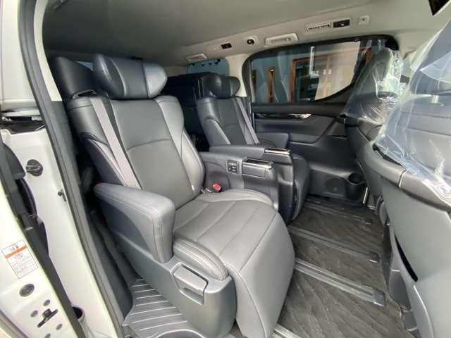 Gエディション専用黒本革エクゼクティブ電動シート(オットマン付・7人乗りシート)LEDルームインテリアライト