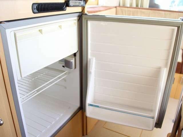 DC冷蔵庫 WAECO 65Lが装備されています。