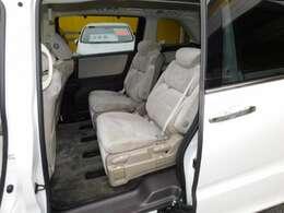 アイボリー内装 7人乗りプレミアムクレードルシートです。