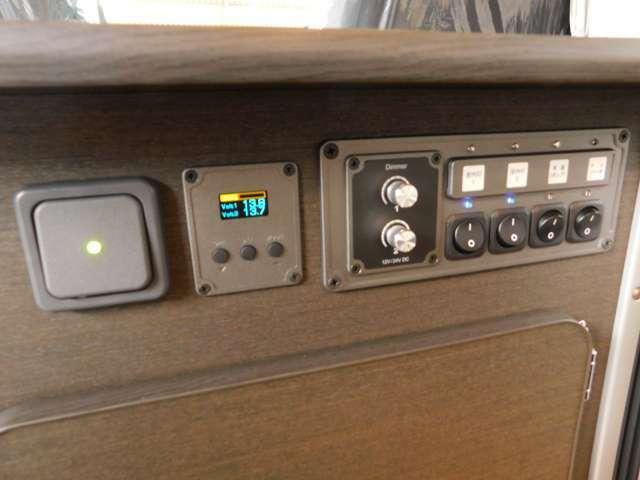 メインスイッチ 電圧計 調光ダイヤル
