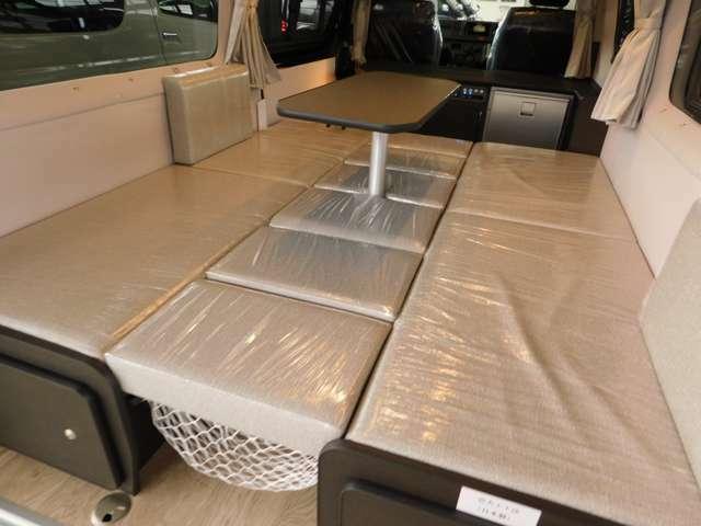 センターテーブルを設置したままベッド展開が可能です!