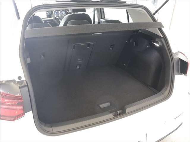 ラゲージルームは通常でも380リットルの大容量を確保。後席の背もたれを倒すと1,237リットルまで拡大できます。分割可倒式シートなので積み荷の大きさや形状に合わせてアレンジ可能です。