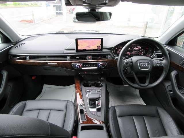 人間工学に基づき、ドライバーを中心に配置されたスイッチ類。程よくタイトにホールドするシート。ハンドルを握れば、操る歓びがあなたを包み込みます。