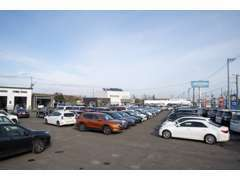 軽自動車・普通乗用車・商用車・トラック・ショベル等多数展示しております。是非見に来てくださいませ。