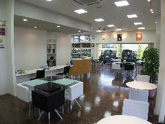 ●ショールーム●カフェのような雰囲気のショールーム。パーティションで仕切られた商談スペースもございます。