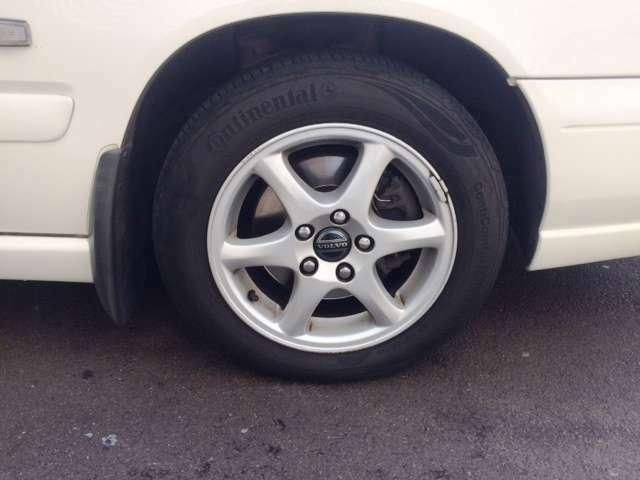 純正アルミホイールでタイヤは納車時に新品交換渡しです。