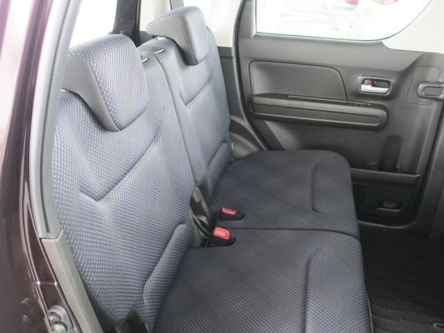 後部座席もとっても広くゆったりくつろげます。