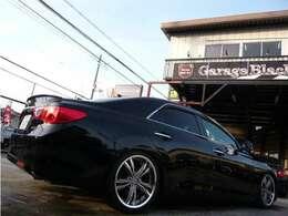 こちらのお車ですが、リヤガラスはスモークフィルム施工されており真っ黒で格好良いですよ♪