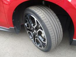 切削加工とブラック塗装を施した純正17インチアルミホイール★【195/45R17】タイヤの溝も、まだまだ!くわしくはスタッフへ。