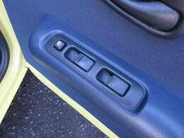ガソリンVですのでパワーウインドウやパワーステアリング、エアコンなどの装備がついており快適にお使い頂けます♪