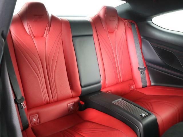 あらゆるシーンで味わえる、思い通りの操舵感ドライビングの愉しさが、レクサスの魅力です。