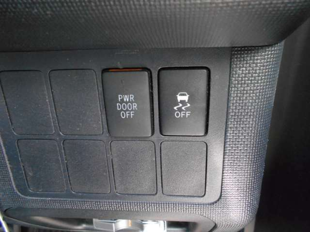 運転席からスライドドアの操作も可能