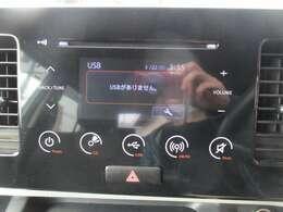 タッチパネル式純正CDオーディオ・バックカメラ付き♪ USBの接続も可能です!! ナビの取り付けも承りますので、お気軽にお問い合わせください!!