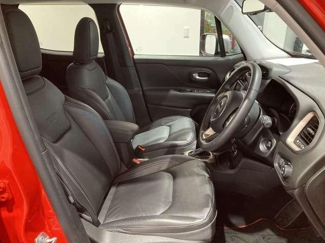 フロントシートは座り心地も良く、長距離運転等でもストレスを感じさせません。