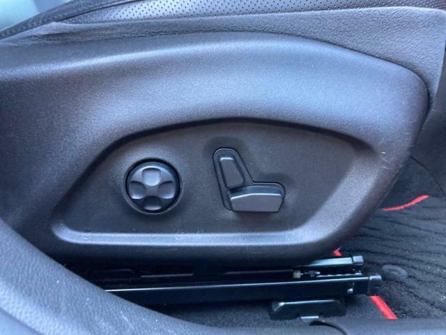電動シートとなっておりシートの調節も楽々です。