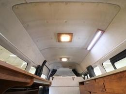 スーパーロングハイルーフの室内空間を存分に堪能出来る機能美!