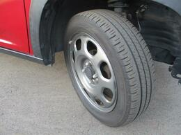 ショックに強い、ガンメタル塗装の純正スチールホイール【165/60R15】★タイヤの溝もまだまだ!くわしくはスタッフへ。