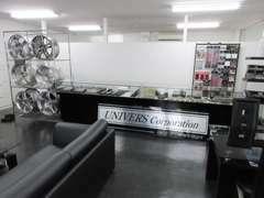 オシャレで清潔な店内。各種JPグッズも多数販売しております。