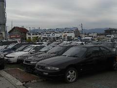 展示場にて旧車、希少車多数取り揃えています。必見ですよ。