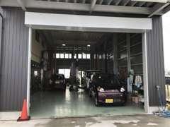 整備工場。オイル交換から車検・修理なんでもご相談ください。